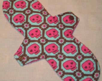 Pink Skulls 11 in. Moderate Cloth Pad
