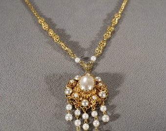 Vintage Art Deco Style Faux Pearl Large Pendant Filigree Design Chain Yellow Gold Tone Necklace     KW10