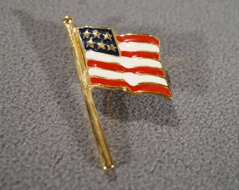 Vintage Art Deco Style Yellow Gold Tone Enameled American Flag Pin Brooch Jewelry -K#24