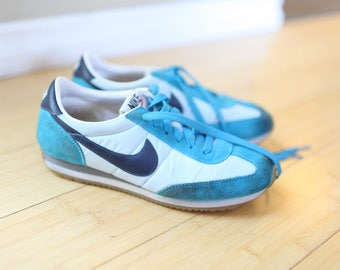 vintage NIKE turquoise leather waffle sneakers womens 7
