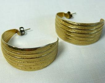 Chunky gold tone metal half hoop pierced earrings - hip hop inspired - French 80s vintage