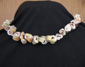 Shell Necklace, 18 inches long, excellent condition, art deco necklace, BoHo necklace, statement necklace,necklace 70's