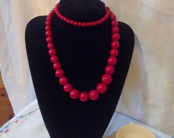 Red plastic beaded vintage necklace rockabilly