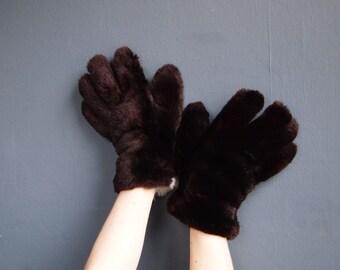 Vintage fur gloves - winter gloves - leather gloves - guantlet gloves - fur mittens -  bear paw gloves - vintage gloves - driving gloves