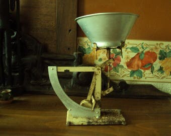 Very old kitchen scale weighs where letter metal dating back to the 1940s.