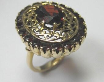 Vintage 14kt Yellow Gold Garnet Gemstone Ring - Beautiful Ring