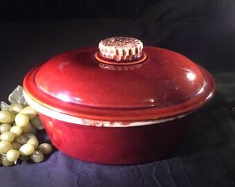 E010  Hull dutch oven stoneware, pottery, ceramic