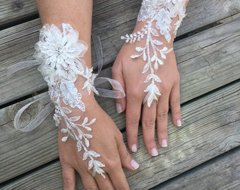 Ivory French Lace wedding gloves.Bride gloves..wedding fingerless gloves..wedding gloves..bride gift.. Pearls rhinestone gloves..bride gift
