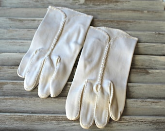 Vintage! White. gloves. Beaded. 1960s. Clean gloves!