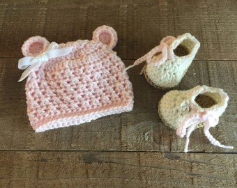 Newborn hat set, teddy bear hat and slipper set, crocheted bear beanie, baby shoes, baby gift, baby accessory, photo prop