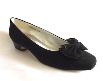 "Ladies Black Low Heeled Dress Shoes - Black Microfiber w Black Patent Leather Heel and Trim - Ros Hommerson Size 8M - 1"" Heel"
