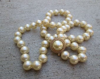 Vintage Single Strand Trifari Hand Knotted Ivory Faux Pearl Necklace, Gorgeous Pearl Clasp Deco Gatsby