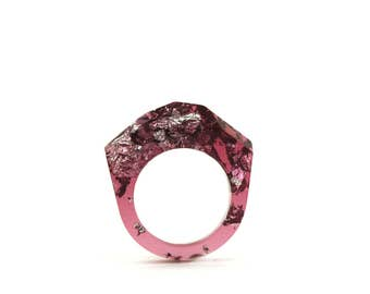 Hot pink faceted resin ring with silver leaf flakes - Contemporary ring - Modern ring