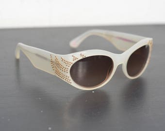 Ladies Fabulous Vintage BETSEY JOHNSON Sunglasses (E82)