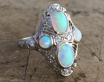 Antique 18k White Gold Filigree Opal Ring / size 6