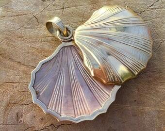 Antique 14K Yellow Gold Seashell Locket
