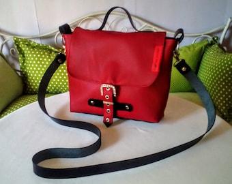Kleine rot-braune Tasche