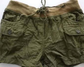 Khaki Green style shorts with pockets