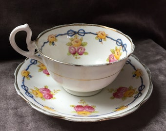 Unnamed Royal Albert tea cup teacup and saucer set. 3608.
