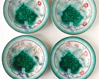 Majolica. Majolica plate. French majolica. Antique majolica. Set of Majolica plates. Majolica Greek key and ferns plate. Majolica leaf plate
