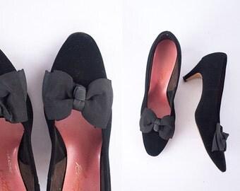 1950s Black Shoes, Black Velvet High Heels, 50s Heels, Cute Shoes with Bows, 50s Shoes, Retro Shoes, Black Pumps, 60s shoes, Velvet Shoes