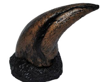 TYRANNOSAURUS REX T-Rex Dinosaur Claw Replica (Cast) - Not real Fossil #2890 18o