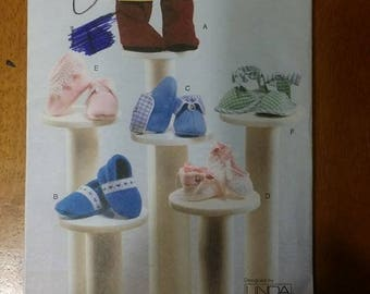 VOGUE 7707, sewing pattern, baby booties, doll, booties, shoes, sewing, pattern, Linda Carr, craft supplies, art supplies