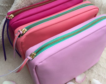 Ladies Undercover Deep Real Leather Silk Lined Make Up Bag