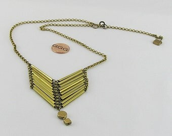 Necklace - Gold Tone Chain With A Chevron Centerpiece (N042)