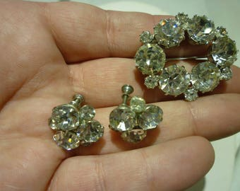 E96 Vintage Clear Rhinestones Brooch with Matching Clip-on Earrings.