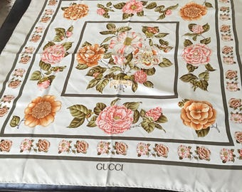 """Vintage Authentic Gucci """"Le Camille"""" Silk Scarf 34"""" X 34""""/Italy"""