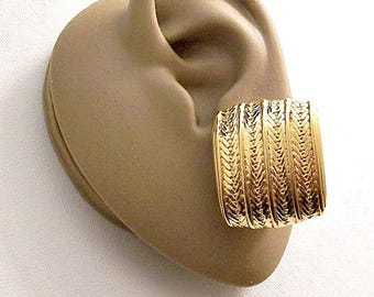 Monet Zipper Chain Link Square Clip On Earrings Gold Tone Vintage Large Curved End Big Button Discs Raised Accent Ribs
