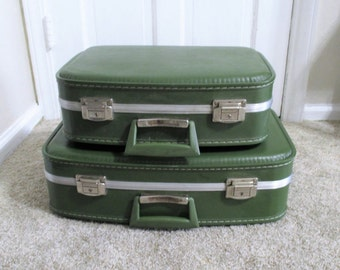 Vintage Green Hard Shelled Suitcase Set (2)