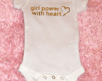 Girl Power with Heart. Baby bodysuit with gold heart design. Newborn clothes. Baby girl outfit. Baby gift. Mama's Feminist. Live with love.