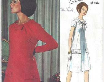 1960s Simonetta of Italy Vogue Couturier Design 1587 Mod A-Line Dress Scooped Neck Standing Collar Front Tucks Bow/Flap Trim Size 18 Bust 38
