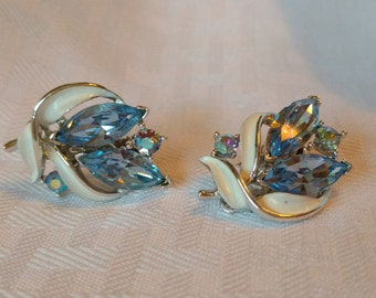 LISNER Silvertone and Blue Rhinestone Clip On Earrings
