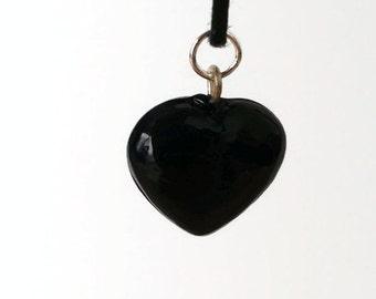 Thin choker with black glass heart shaped charm