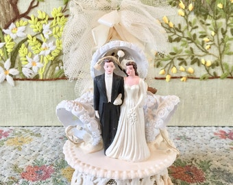 Cake Topper Wedding Cake Topper Vintage Wedding Cake Topper Bride and Groom Cake Topper Cake Topper for Wedding Bridal Shower Gift Chalkware