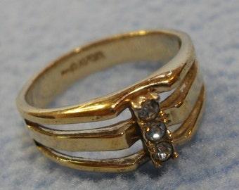 "Vintage Avon Gold 3 ""Diamond"" Ring- size 8"
