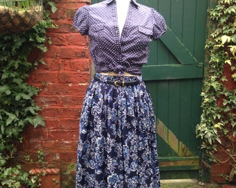 Blue Floral Retro Skirt, 1980s do 1950s.  Fit and Flare full skirt with belt loops.