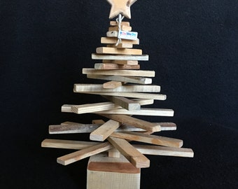 recycling Christmas tree - advent calendar - pallet wood tree