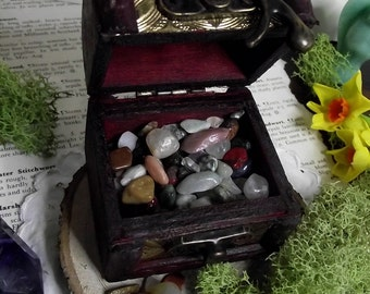 Gemstone chips,gemstone chips in box,natural curio,curio box,mixed gemstone chips,crystals,gemstones,crystal box,,witchcraft,box,altar item