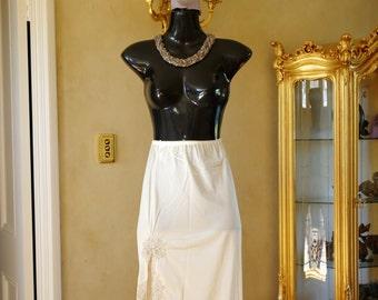 Vintage 1980s Cream Silky Glossy Nylon Half Slip, Petticoat Size UK 12-14, US 6 (228)