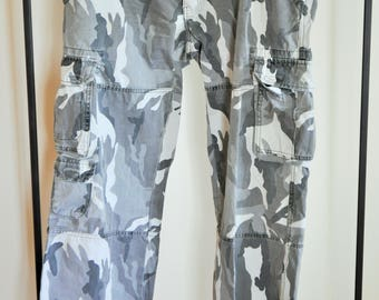 Mens Gray Camouflage Pants / Trousers /  36 / 32 / hunting / Military / Army / large / L