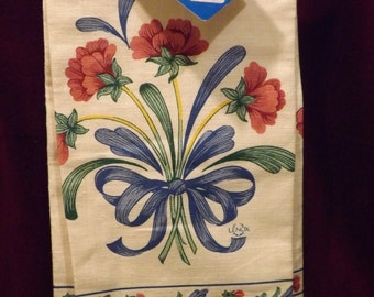"N0S LENOX ""POPPIES On BLUE"" 100% Cotton Linen Large Kitchen Tea Towel 16.5 x 26.5 Vintage Off White w/ Floral Garden Blossoms Dinnerware 758"