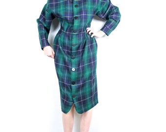 French Vintage 1970s Dress / Plaid Wool Green & Blue Buttoned dress / Pendleton Checkered midi dress / Size Small