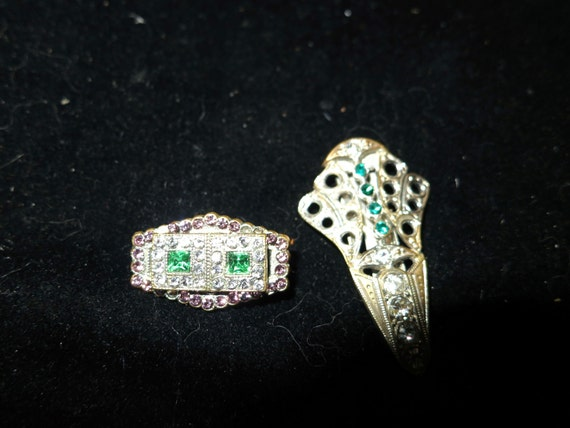 Pair of petite Beautiful Art Deco clear and green pink rhinestone dress clip and brooch