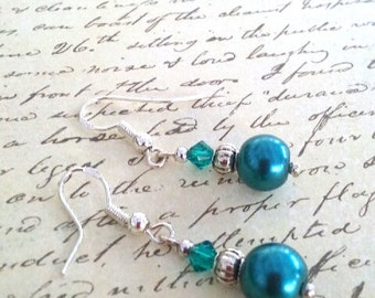 Sale!! Teal pearl with silver spacers and teal crystal