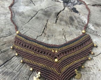 Choker macrame.colores land and parts of brass. part unica.hecha to mano.boho, ethnic, tribal.tejida.resistente thread.