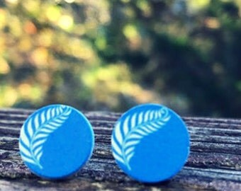 12mm Wood nickel-free earrings - blue feathers